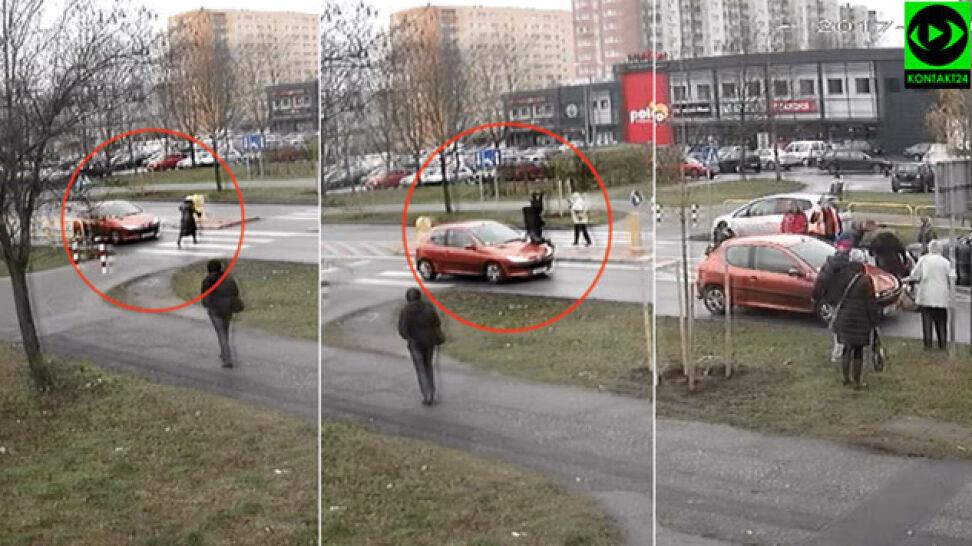 Starsza kobieta przechodzi przez pasy, uderza w nią samochód
