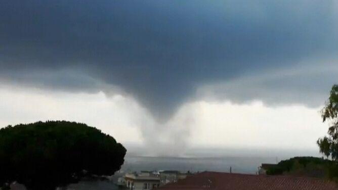 Burze, silny wiatr, ulewy i trąba wodna. Gwałtowna pogoda we Włoszech